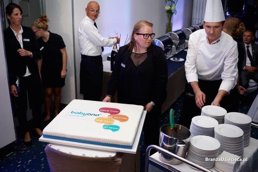 Tort urodzinowy z nowym logo BabyOno był tak pyszny, że niektórzy goście jeszcze następnego dnia pytali, czy został choć kawałek. Fot.BranzaDziecieca.pl